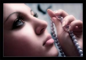 Дівчина сумує. Фото с сайта lands-of-sorrow.ru