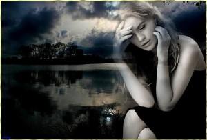 Сумна дівчина. Фото с сайта belosnezhka.com